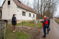 Fabijan-Svalina-director-Caritas-Croatia-and-Kristina-Radić-Diocesan-Director-talking-to-victim-